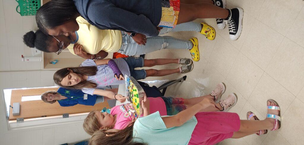 Kids presenting their cake